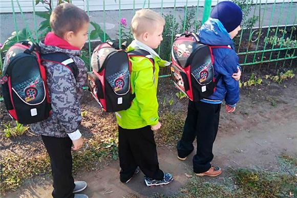 Первоклассники изинтернатов получают подарки кначалу учебного года