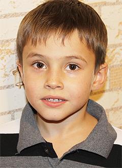 Искандер Губайдуллин, 6 лет, врожденный порок сердца, спасет эндоваскулярная операция, требуется окклюдер. 339200 руб.