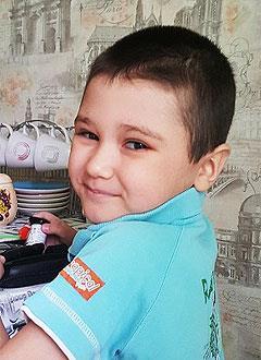 Алеша Кузьмин, 7 лет, несовершенный остеогенез, требуется курсовое лечение. 527310 руб.
