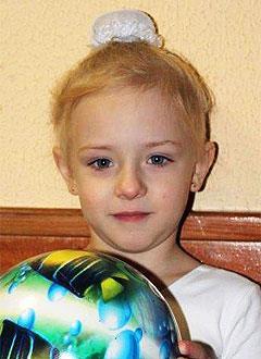 Полина Игнатова, 4 года, обширная мальформация кровеносных сосудов, требуется лечение. 300000 руб.