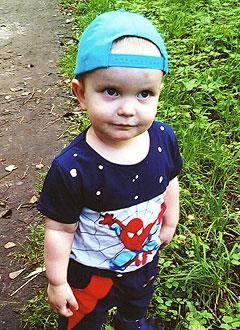 Дима Давыдов, 3 года, деформация голеней, требуется операция. 249550 руб.