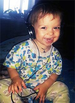 Артем Зенков, 2 года, врожденный порок сердца, спасет эндоваскулярная операция. 339063 руб.