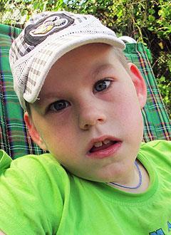 Артем Румянцев, 12 лет, детский церебральный паралич, эпилепсия, требуется курсовое лечение. 190800 руб.