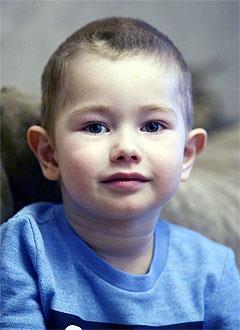Аскар Латыпов, 3 года, врожденный порок сердца, спасет эндоваскулярная операция, требуется окклюдер. 197470 руб.