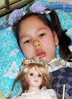 Софья Гусева, 6 лет, спинальная амиотрофия Верднига – Гоффмана, требуются расходные материалы к переносному аппарату искусственной вентиляции легких (ИВЛ) и средства по уходу. 394544 руб.