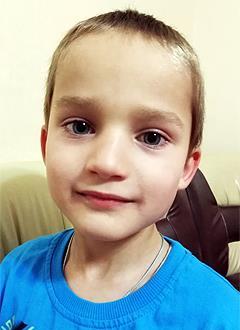 Лева Курушин, 5 лет, врожденная правосторонняя косолапость, рецидив, требуется лечение. 151900 руб.