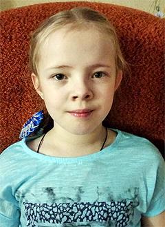 Поля Кютт, 8 лет, экзостозы (доброкачественные разрастания на поверхности кости), деформация костей ног, требуется хирургическое лечение. 250635 руб.