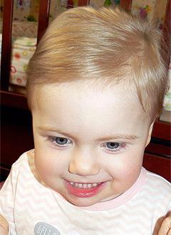 Соня Наумова, 2 года, синдром Ретта, киста головного мозга, требуется инвалидная коляска. 367381 руб.