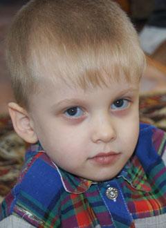Виталик Бондарев, 5 лет, несовершенный остеогенез 1-го типа, требуется курсовое лечение. 527310 руб.