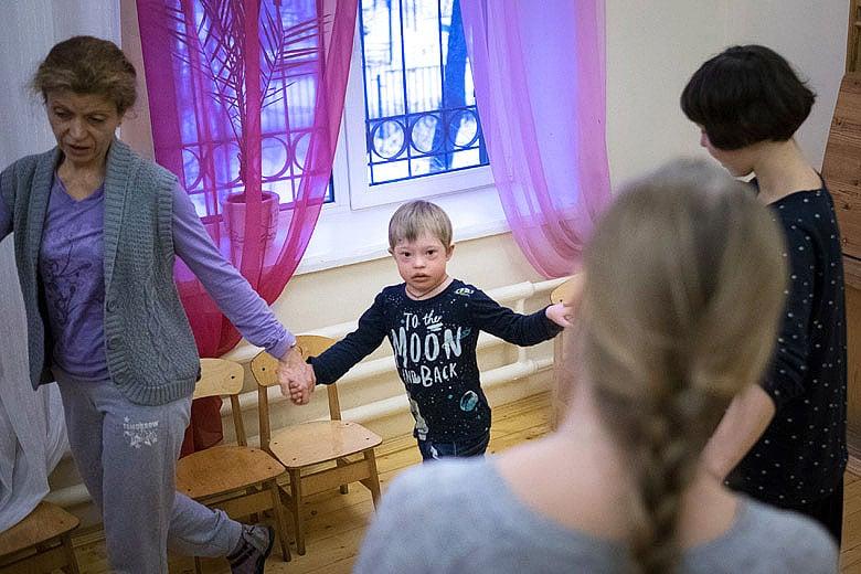 9. Хоровод, песни, танцы – музыкальные занятия в Центре лечебной педагогики
